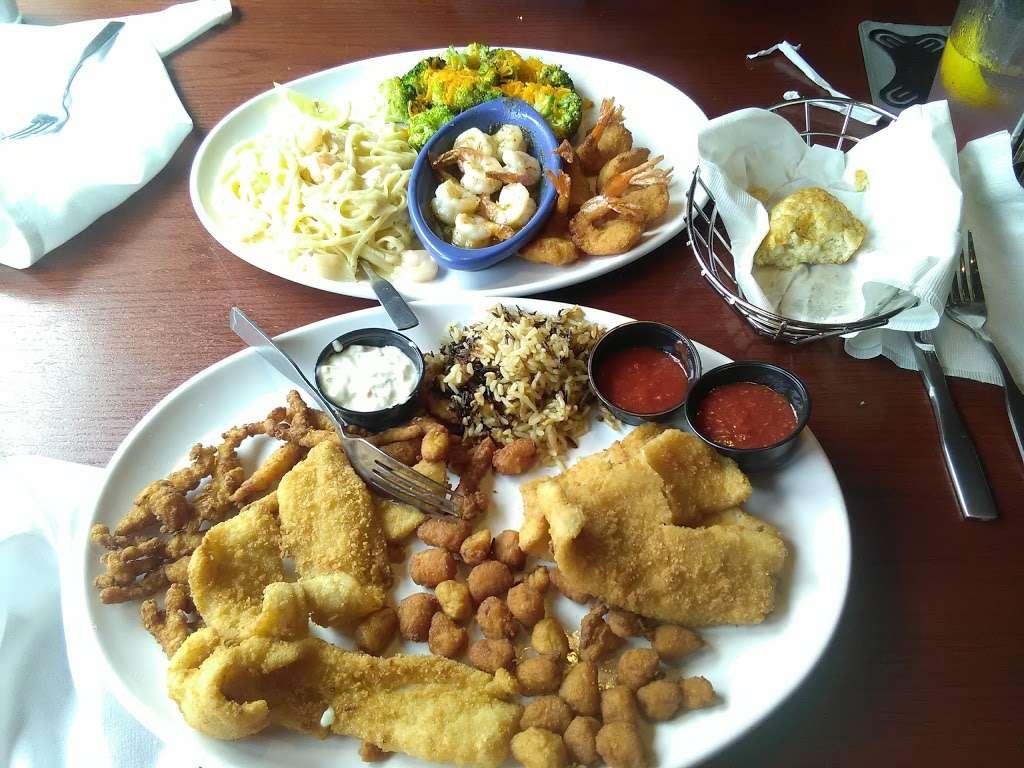Red Lobster - restaurant  | Photo 5 of 10 | Address: 9140 E Roosevelt Blvd, Philadelphia, PA 19115, USA | Phone: (215) 673-5750