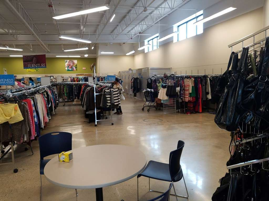 Goodwill Store & Donation Center in Evanston - store  | Photo 7 of 10 | Address: 1916B Dempster Street, Evanston, IL 60202, USA | Phone: (847) 905-1202