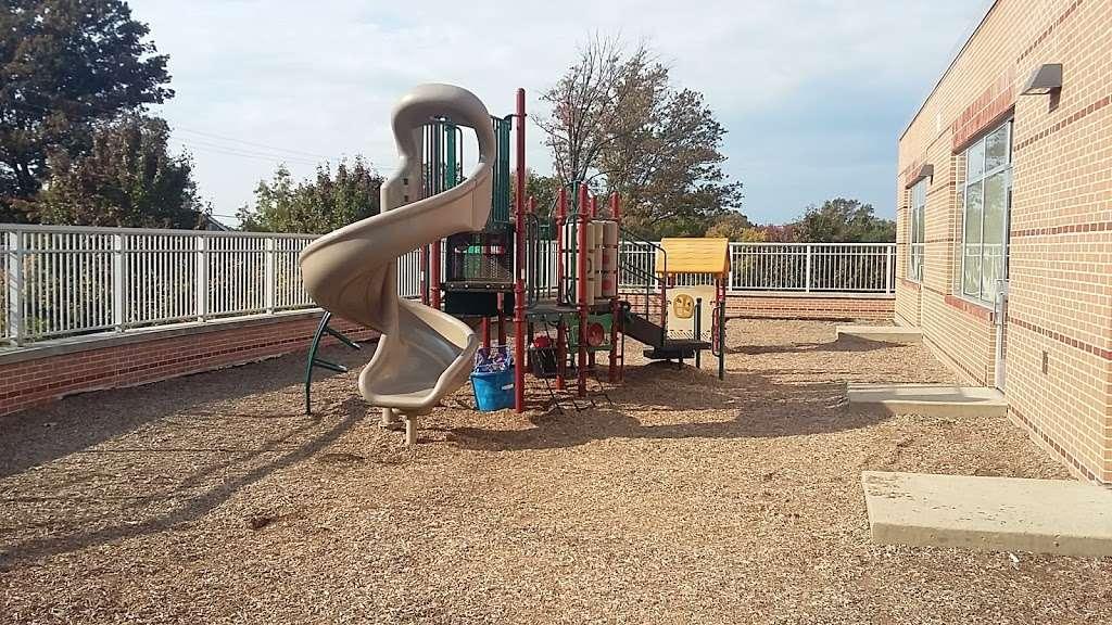 Overlook Elementary School - school  | Photo 4 of 10 | Address: 2001 Old Welsh Rd, Abington, PA 19001, USA | Phone: (215) 657-0857