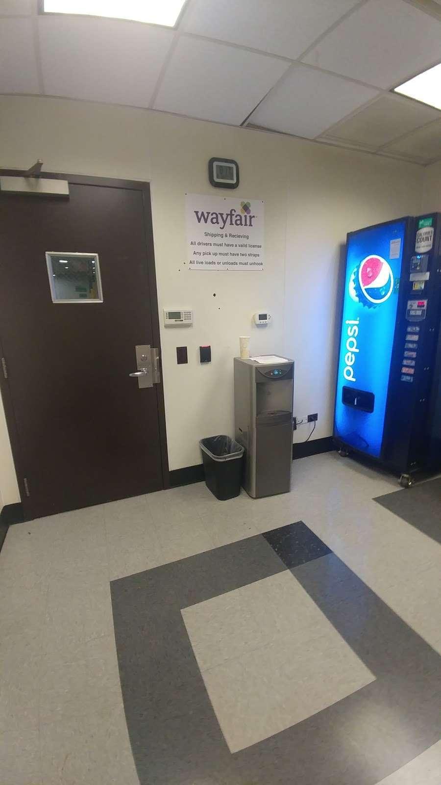 Wayfair Carol Stream Warehouse - storage  | Photo 3 of 4 | Address: 815 Kimberly Dr, Carol Stream, IL 60188, USA