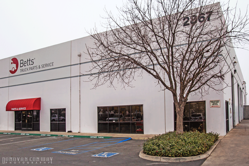 Betts Truck Parts & Service - car repair    Photo 2 of 10   Address: 2867 S Maple Ave, Fresno, CA 93725, USA   Phone: (559) 498-8624