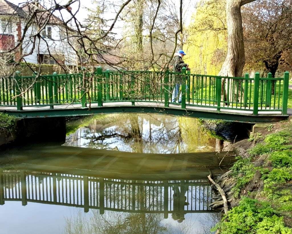 Arnos Park - park  | Photo 10 of 10 | Address: 120 Morton Way, Arnos Grove, London N14 7AL, UK