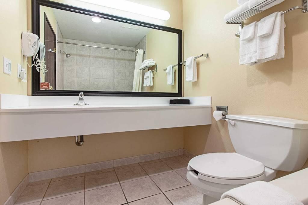 Quality Inn & Suites - lodging  | Photo 4 of 10 | Address: 7333 Husker Cir, Lincoln, NE 68504, USA | Phone: (402) 817-7807