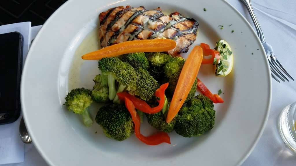 Waterside Restaurant & Catering - restaurant  | Photo 8 of 10 | Address: 7800 B River Rd, North Bergen, NJ 07047, USA | Phone: (201) 861-7767