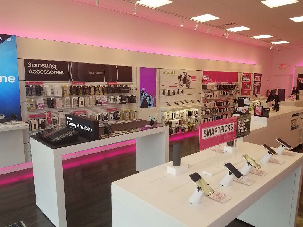 T-Mobile - Electronics store | 271 E Swedesford Rd, Wayne