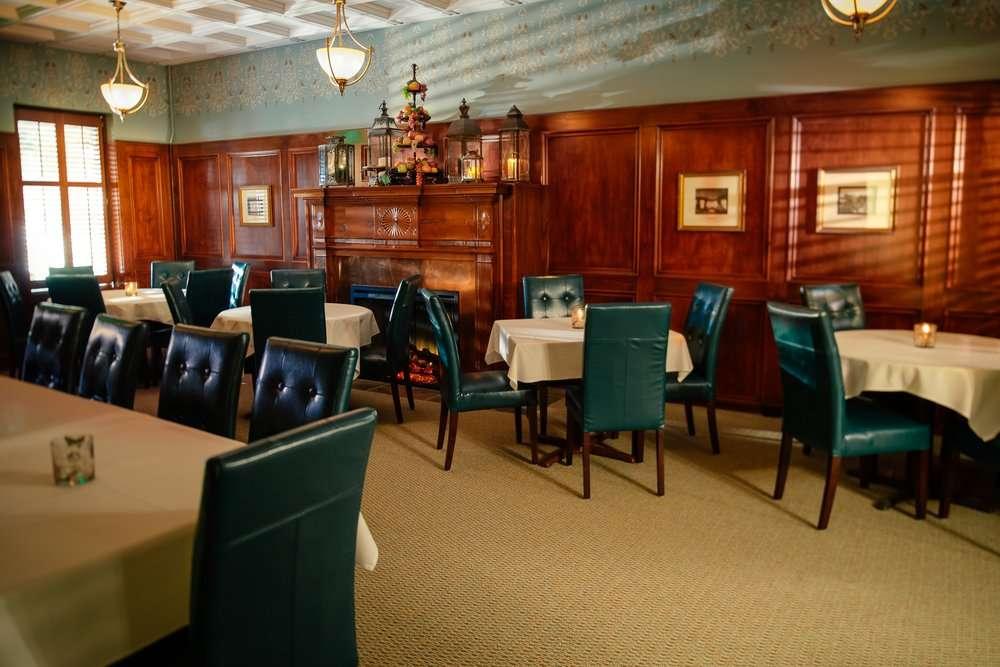 Old Colonial Inn - restaurant  | Photo 5 of 10 | Address: 216 N 3rd St, Kentland, IN 47951, USA | Phone: (219) 474-6774