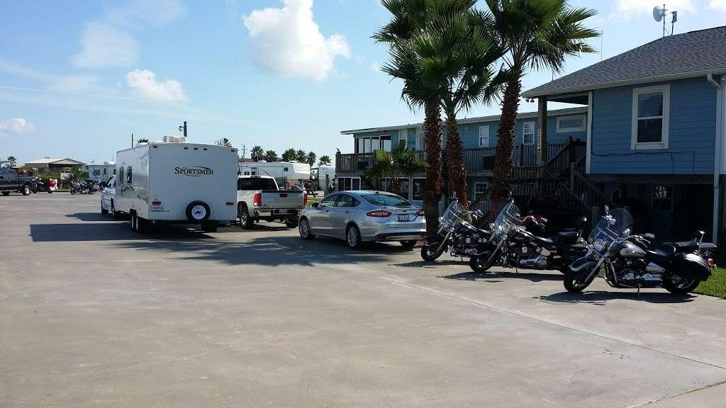 Paulas Vineyard RV Resort - rv park  | Photo 8 of 10 | Address: 1250 N Crystal Beach Rd, Port Bolivar, TX 77650, USA | Phone: (409) 684-9970