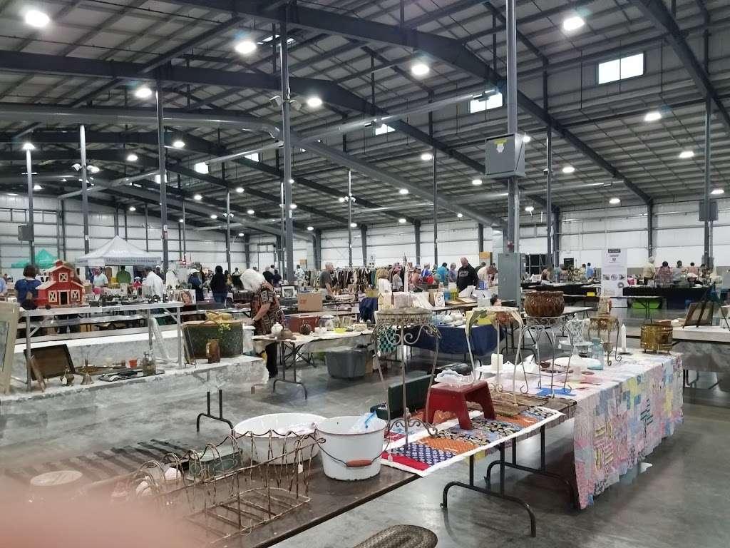 North Chicago Grayslake Antique Flea Market - home goods store  | Photo 2 of 10 | Address: 1060 E Peterson Rd, Grayslake, IL 60030, USA | Phone: (715) 526-9769