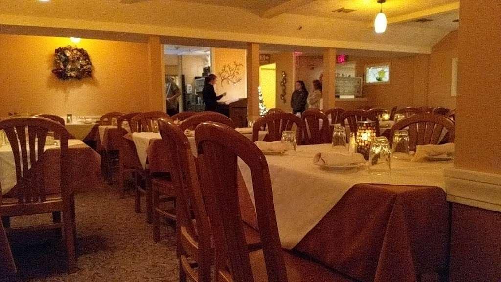 Greenville Inn - restaurant  | Photo 2 of 10 | Address: 36 Smith Ave, Greenville, RI 02828, USA | Phone: (401) 949-4020