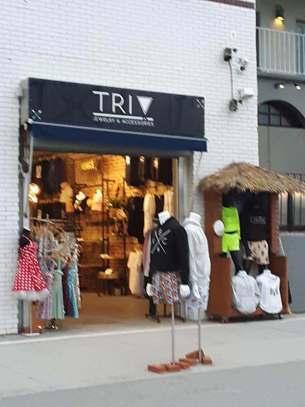 TRI ! Jewelry and accessories - clothing store  | Photo 3 of 3 | Address: 8 Brooks Ave, Venice, CA 90291, USA | Phone: (424) 645-2678