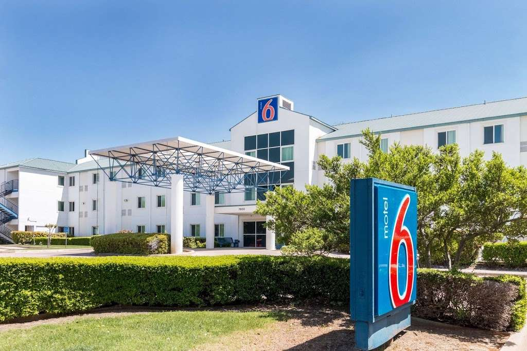 Motel 6 Dallas - DFW Airport North - lodging  | Photo 5 of 9 | Address: 7800 Heathrow Dr, Irving, TX 75063, USA | Phone: (972) 915-3993