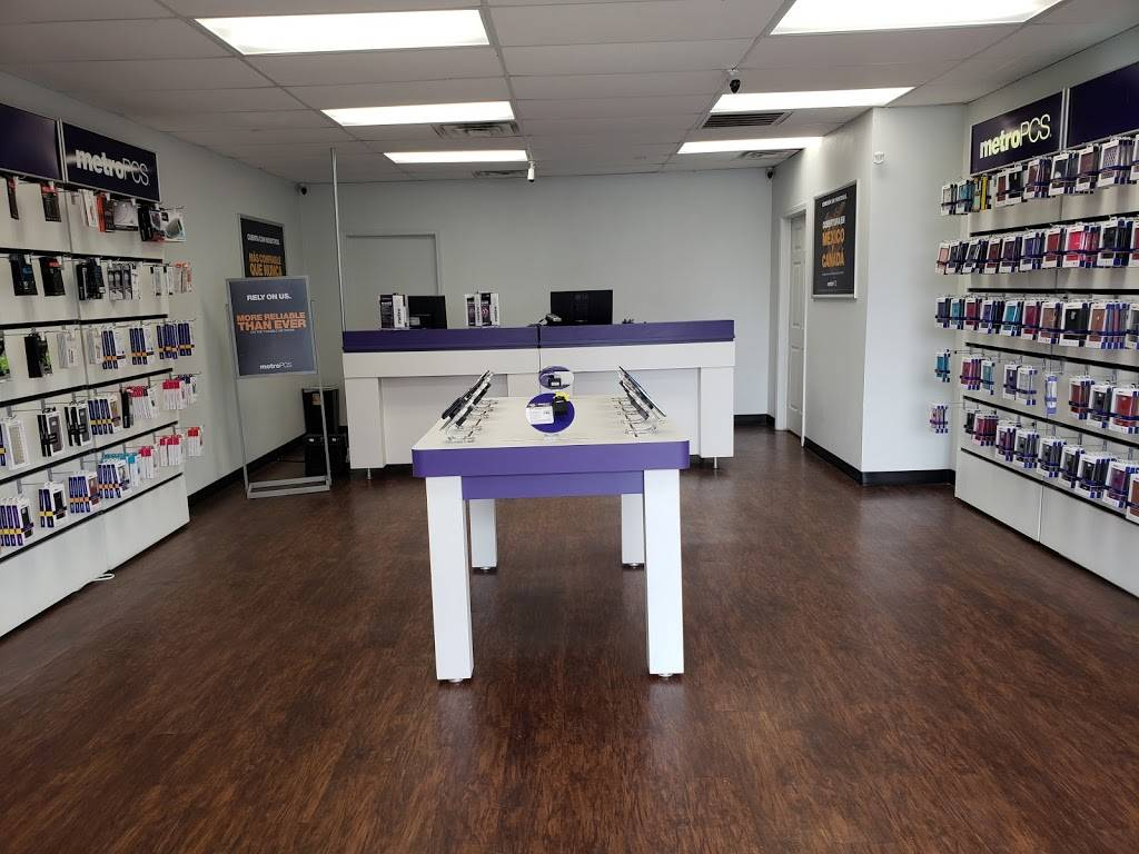 Metro by T-Mobile - electronics store  | Photo 1 of 2 | Address: 720 Bastrop Hwy #104, Austin, TX 78741, USA | Phone: (512) 614-0077