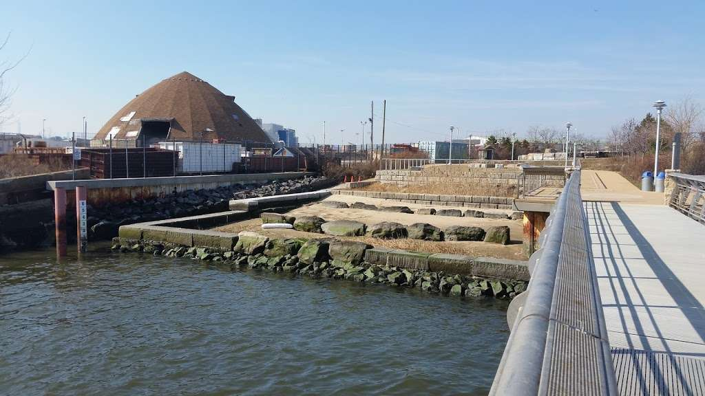 Hunts Point Landing - park  | Photo 3 of 10 | Address: 2 Farragut St, Bronx, NY 10474, USA