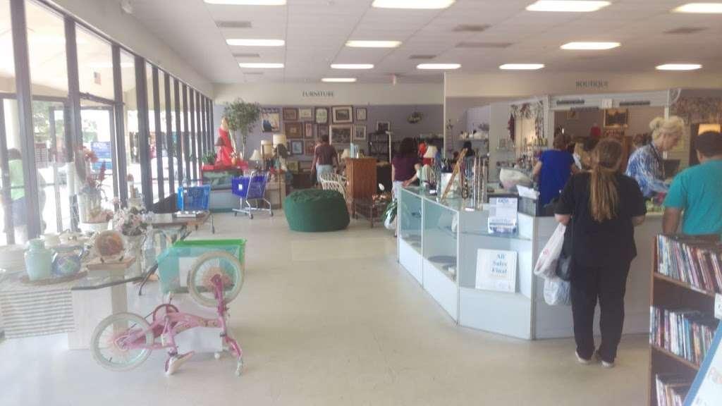 Halifax Health Hospice Resale Shop - store  | Photo 3 of 3 | Address: 876 Saxon Blvd, Orange City, FL 32763, USA | Phone: (386) 456-0240
