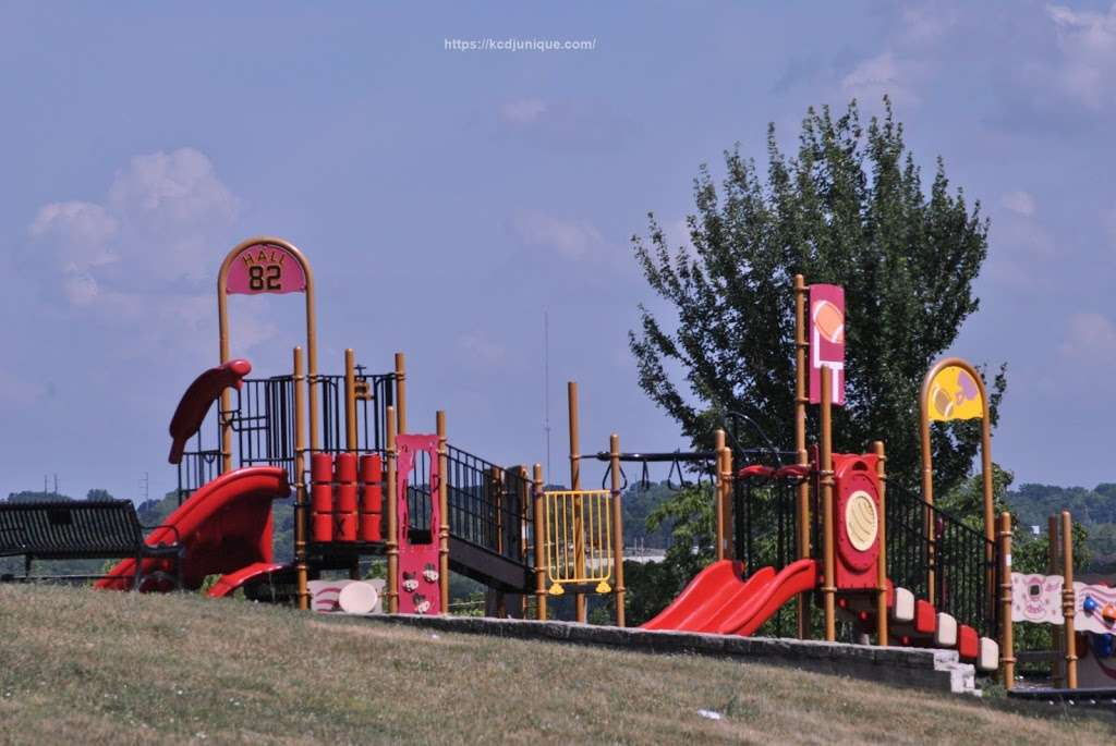 Blue Valley Park - park  | Photo 4 of 10 | Address: 2301 Topping Ave, Kansas City, MO 64129, USA | Phone: (816) 513-7500