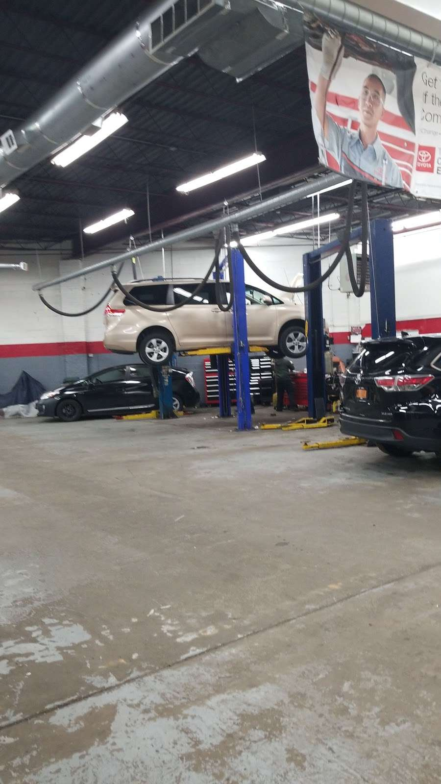 City World Toyota - Service Center - car repair  | Photo 8 of 9 | Address: 3860 Boston Rd, The Bronx, NY 10469, USA | Phone: (718) 655-1800