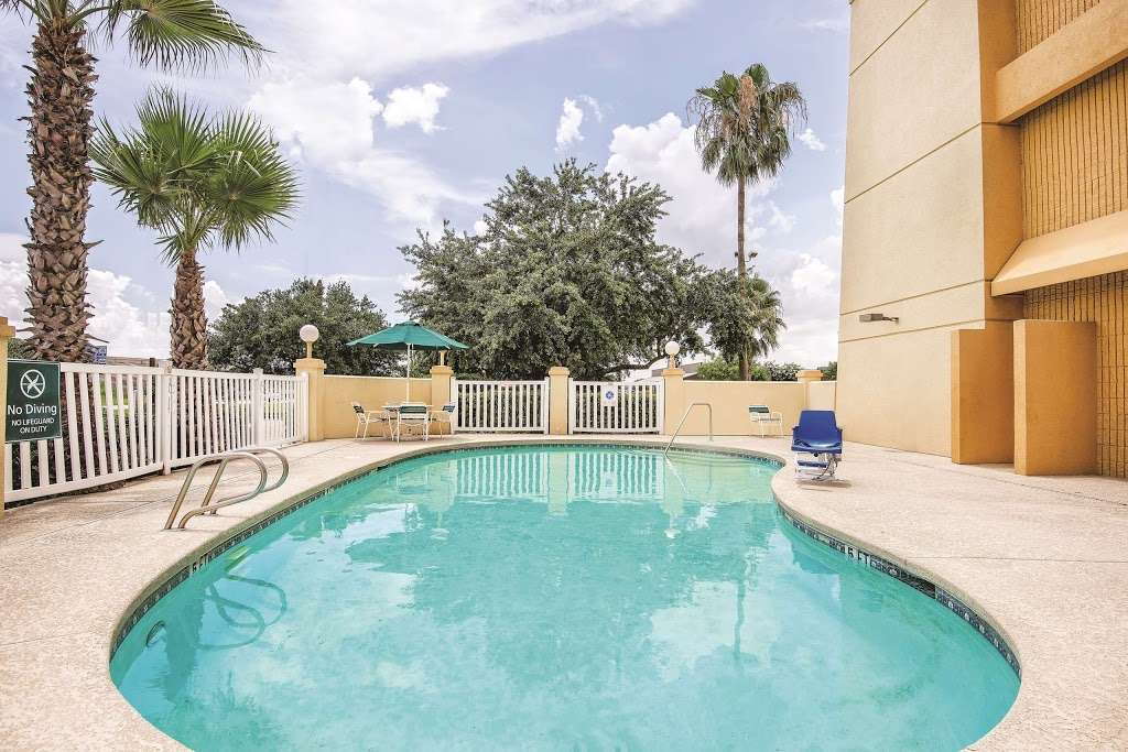 La Quinta Inn & Suites Houston Baytown East - lodging    Photo 3 of 10   Address: 5215 I-10, Baytown, TX 77521, USA   Phone: (281) 421-5566