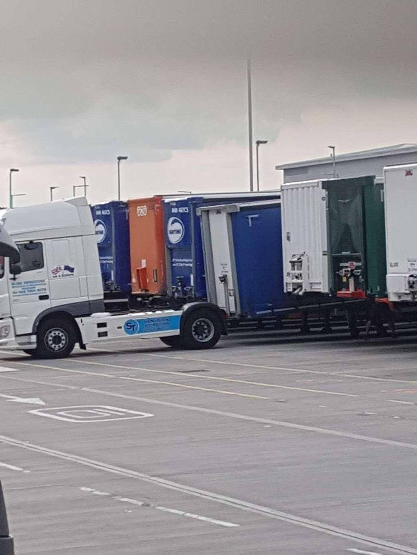 Amazon UK Services Ltd. Tilbury - LCY2 - storage  | Photo 9 of 10 | Address: London Distribution Park, Windrush Rd, Tilbury RM18 7AN, UK | Phone: 07482 247503
