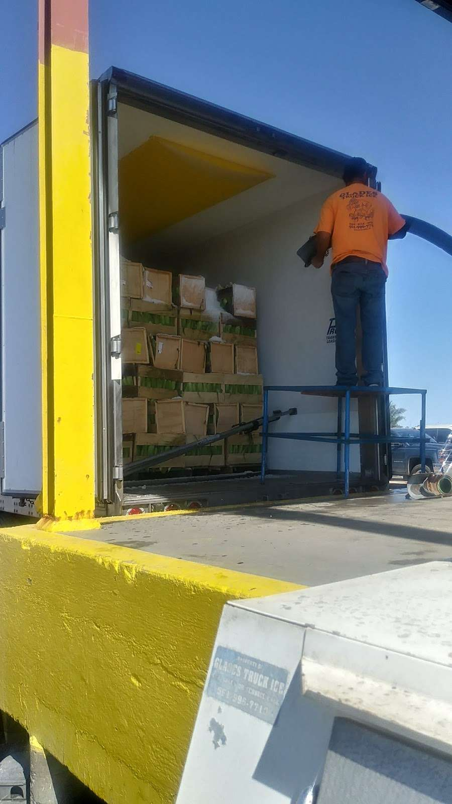 Glades Truck Ice Inc - store  | Photo 8 of 9 | Address: 1501 S Main St, Belle Glade, FL 33430, USA | Phone: (561) 996-7710