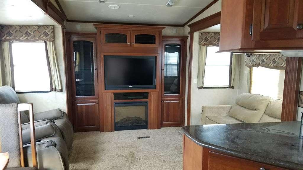 Economy RVs - car dealer  | Photo 2 of 7 | Address: 29020 Three Notch Rd, Mechanicsville, MD 20659, USA | Phone: (877) 233-6834