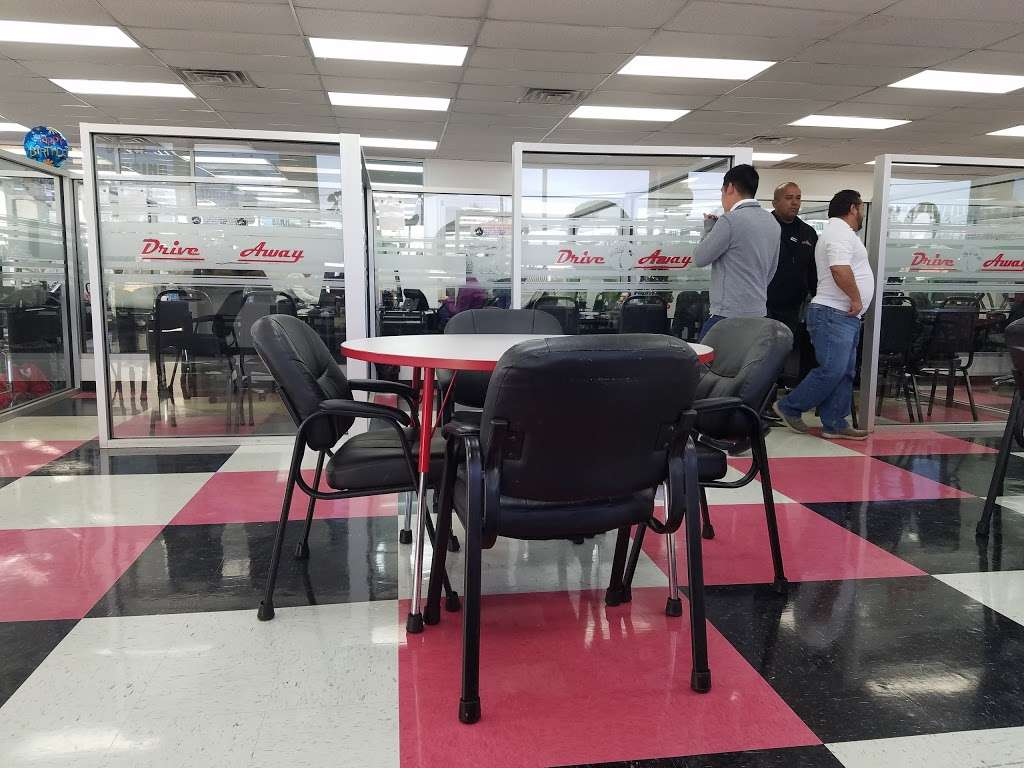 Drive Away Autos - car dealer  | Photo 9 of 10 | Address: 5715 North Fwy, Houston, TX 77076, USA | Phone: (713) 691-3600