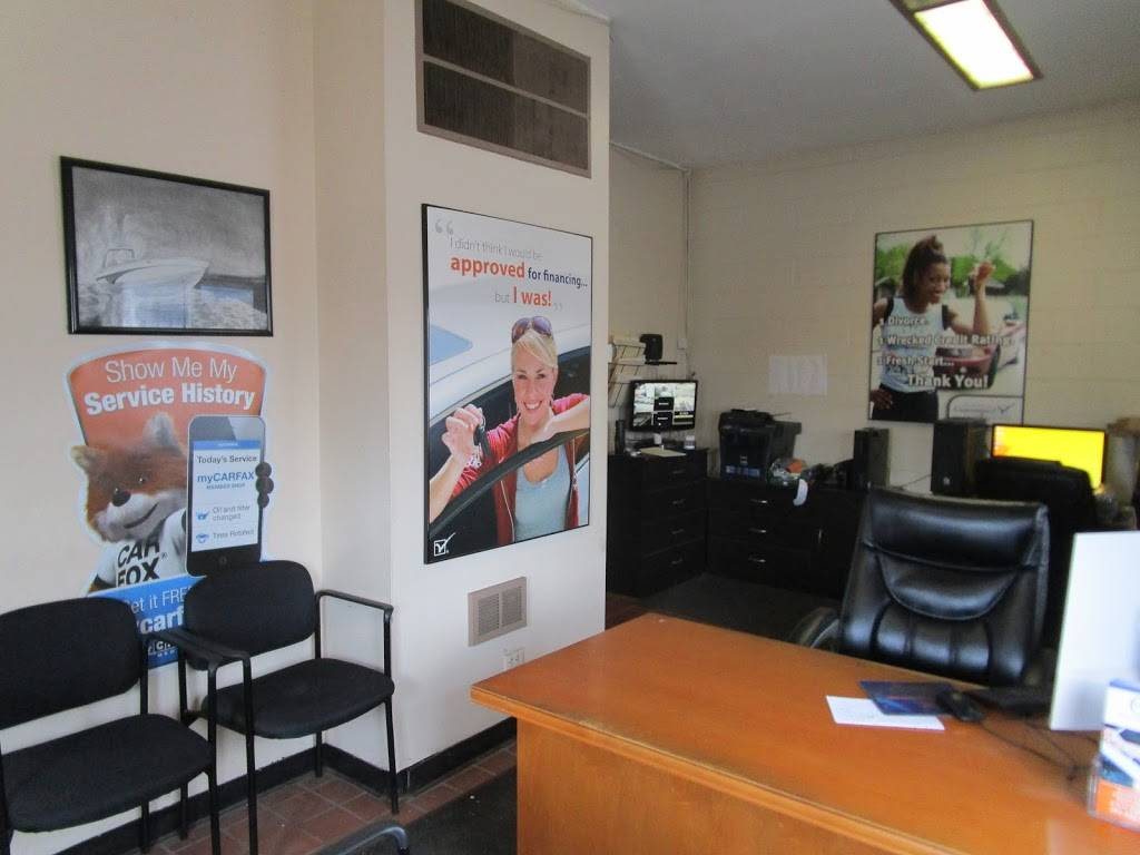 CJs Auto Store - car dealer  | Photo 4 of 10 | Address: 1416 E Manhattan Blvd, Toledo, OH 43608, USA | Phone: (419) 729-2277