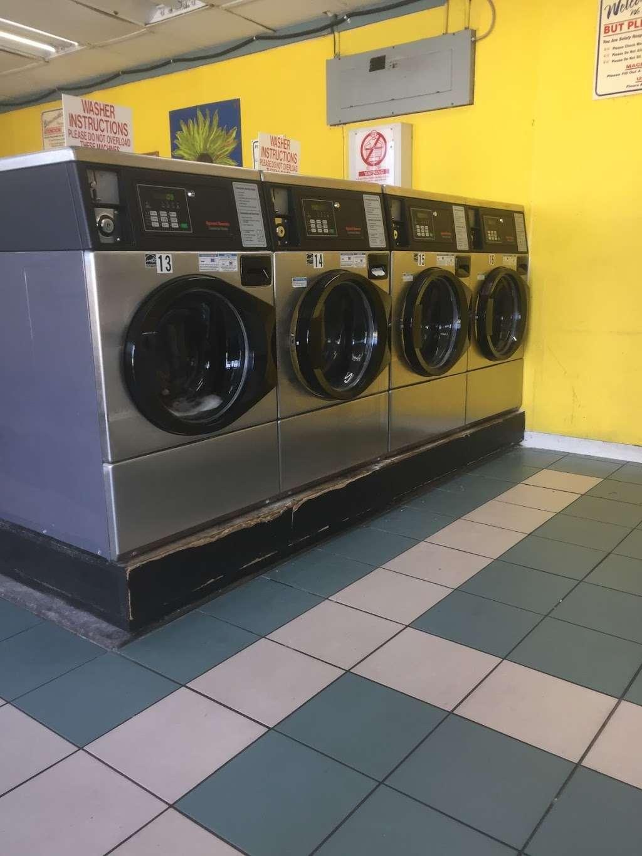 Lake Eustis Laundry Veteran Owned - laundry  | Photo 5 of 10 | Address: 2 East Hazzard Ave, Eustis, FL 32726, USA | Phone: (407) 212-7345