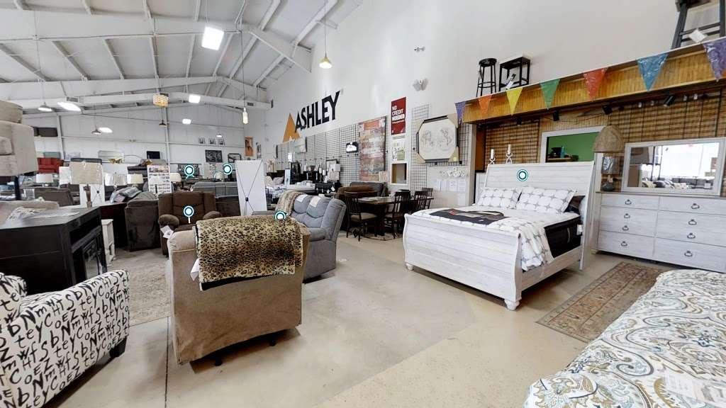 Curlys Furniture - furniture store    Photo 6 of 10   Address: 1901 E Lincoln Hwy #3996, DeKalb, IL 60115, USA   Phone: (815) 517-1334
