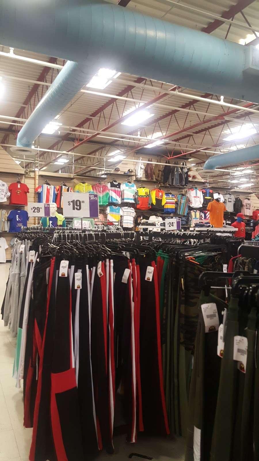 Dr Jays - clothing store  | Photo 4 of 10 | Address: 215 E Fordham Rd, The Bronx, NY 10458, USA | Phone: (718) 220-3354