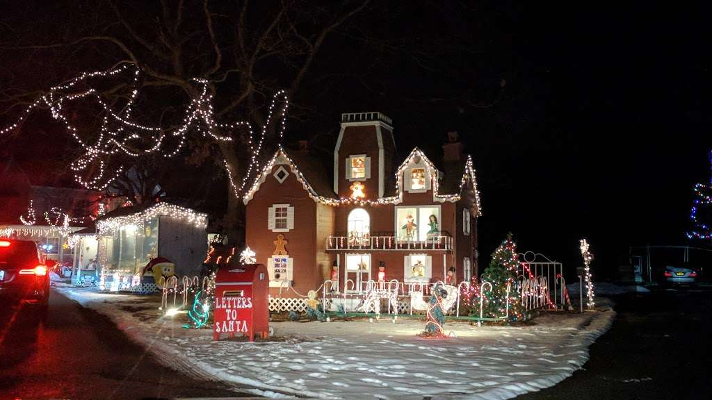 Christmas lights Drive Through - campground  | Photo 3 of 10 | Address: 2263 Vermont Ave, Toms River, NJ 08755, USA