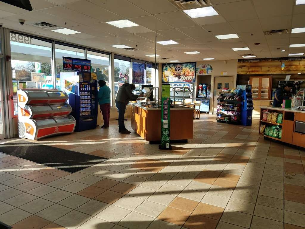BP - gas station    Photo 1 of 10   Address: 1998 Willow Rd, Northbrook, IL 60062, USA   Phone: (847) 562-0378