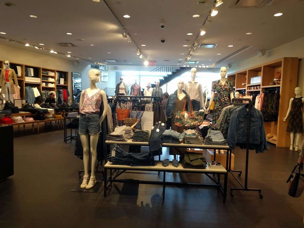 J.Crew - clothing store  | Photo 2 of 10 | Address: 10 Columbus Cir #202/302, New York, NY 10019, USA | Phone: (212) 823-9302