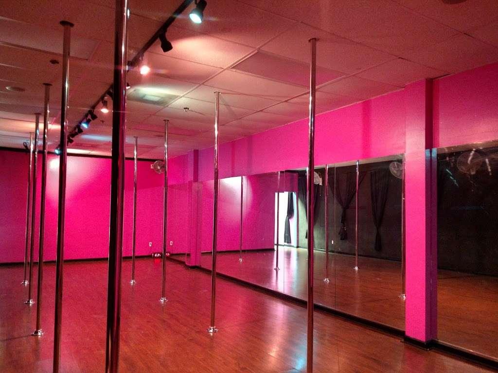 Foxy Fitness Studio & Pole - gym  | Photo 8 of 10 | Address: 8010 W Colonial Dr Ste #130, Orlando, FL 32818, USA | Phone: (407) 253-2369