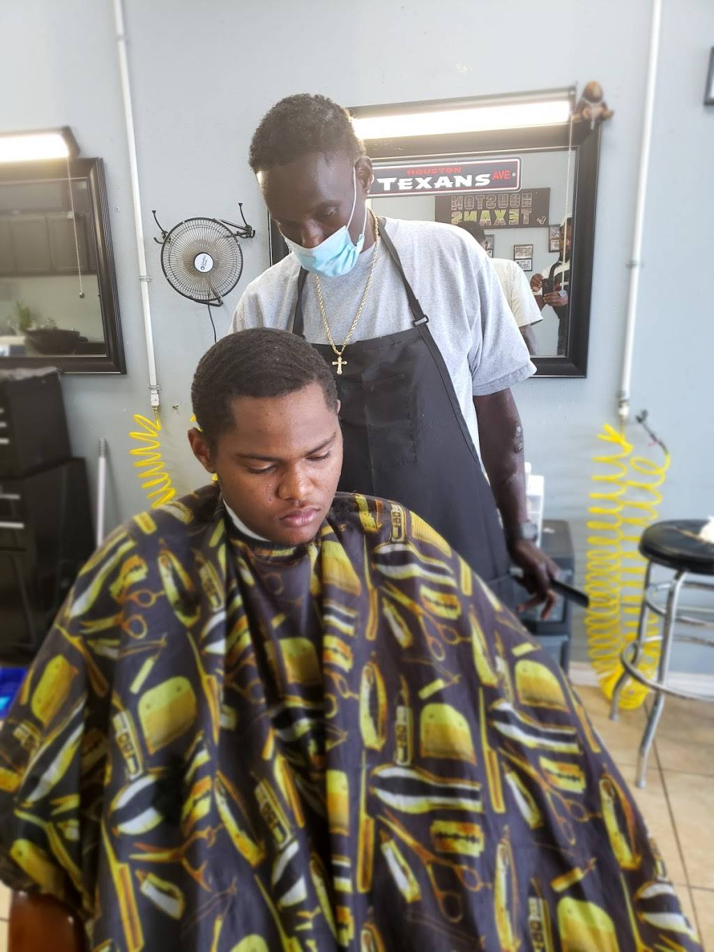 Tims Barber Shop - hair care  | Photo 2 of 7 | Address: 1250 Texas Pkwy, Stafford, TX 77477, USA | Phone: (832) 455-7930