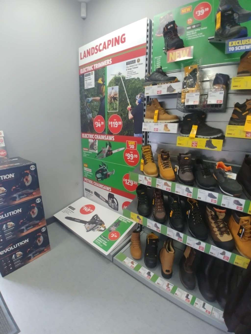 Screwfix - store  | Photo 1 of 5 | Address: Prospect Business Park, Loughton IG10 3TR, UK | Phone: 0333 011 2112