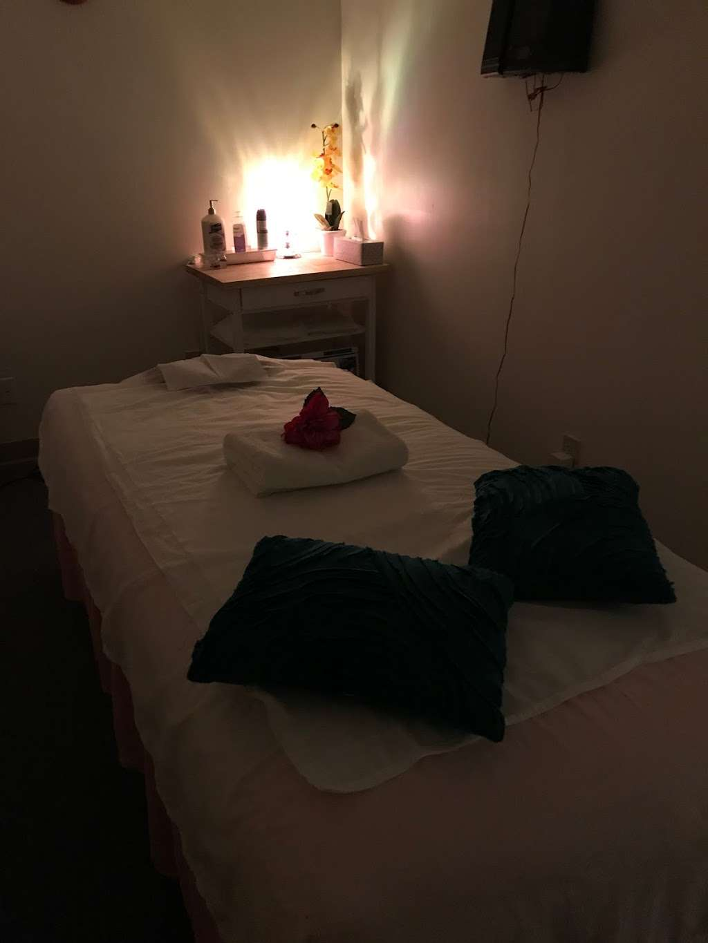 Best Massage - spa  | Photo 6 of 10 | Address: 3616 W 16th St, Indianapolis, IN 46222, USA | Phone: (626) 438-7270