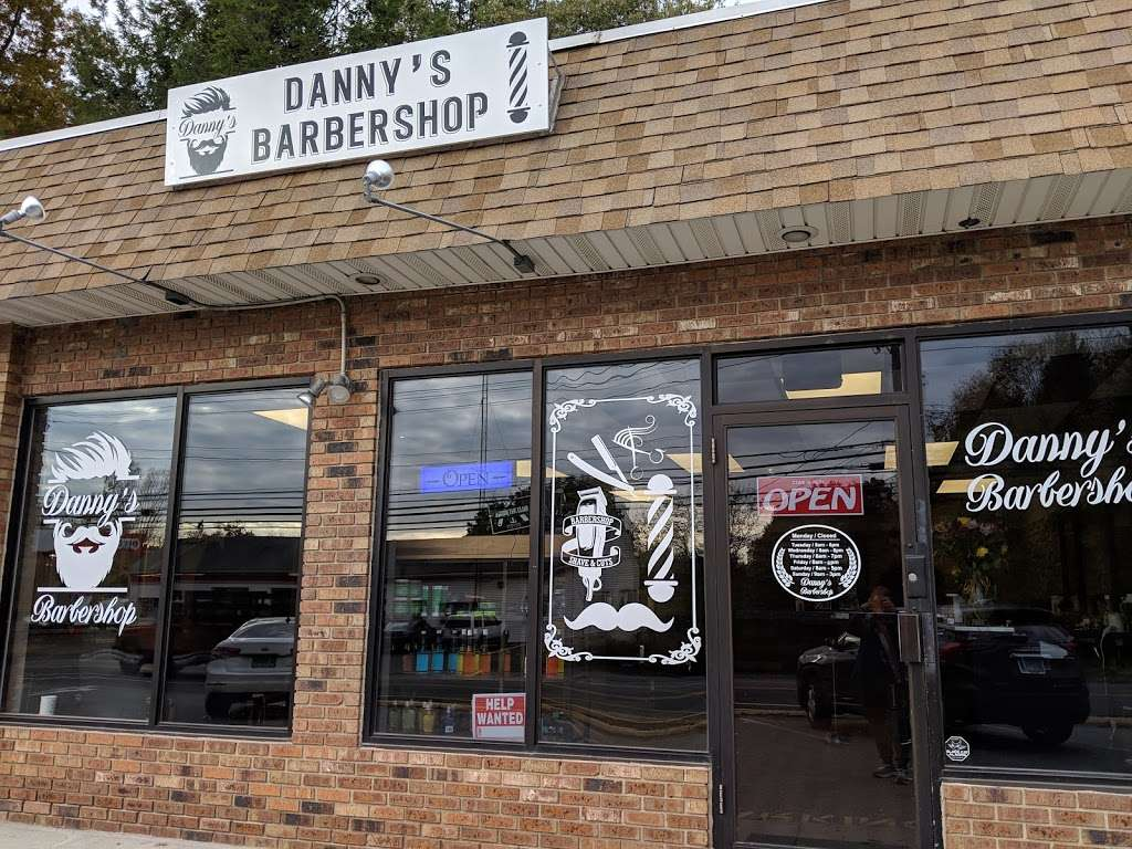 Danny's barbershop - hair care  | Photo 2 of 10 | Address: 150 S Main St, Newtown, CT 06470, USA | Phone: (203) 304-1632
