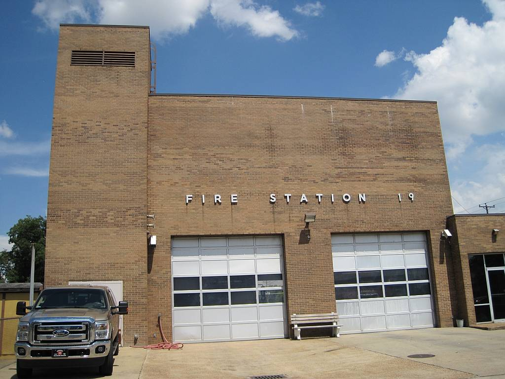 Memphis Fire Station #19 - fire station  | Photo 2 of 4 | Address: 2248 Chelsea Ave, Memphis, TN 38108, USA | Phone: (901) 545-2677