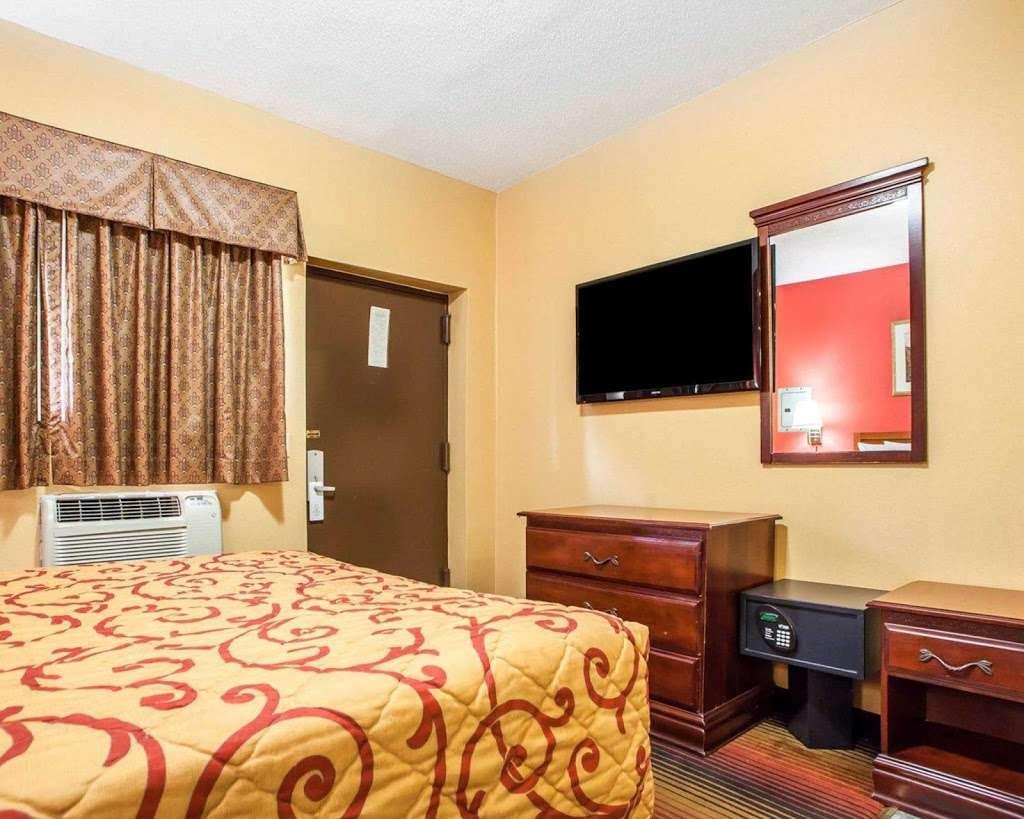 Rodeway Inn - lodging  | Photo 4 of 7 | Address: 459 Tonnelle Ave, Jersey City, NJ 07307, USA | Phone: (201) 420-7788