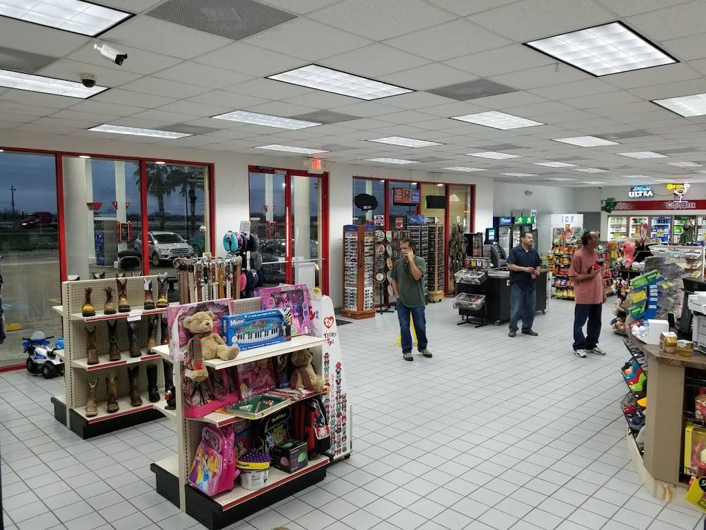TRUCKEES - gas station  | Photo 3 of 7 | Address: 8140 US-77, Sinton, TX 78387, USA | Phone: (281) 449-9975
