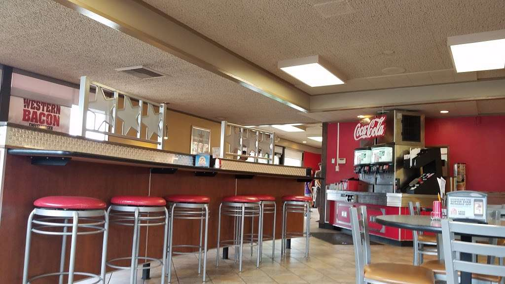Carls Jr. - restaurant  | Photo 8 of 10 | Address: 2556 Euclid Ave, Ontario, CA 91762, USA | Phone: (909) 984-1871