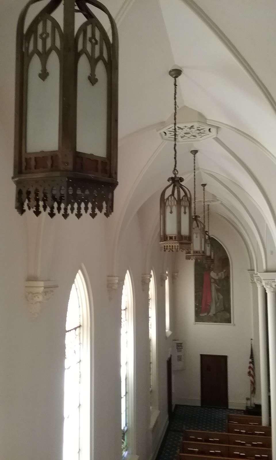 St. Lucas Lutheran Church - church  | Photo 8 of 10 | Address: 2605 S Kinnickinnic Ave, Milwaukee, WI 53207, USA | Phone: (414) 483-9122