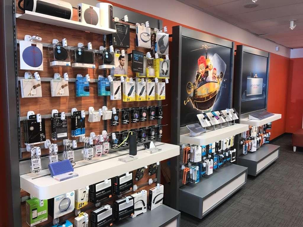 AT&T - electronics store    Photo 6 of 10   Address: 6707 18th Ave, Brooklyn, NY 11204, USA   Phone: (347) 533-4704
