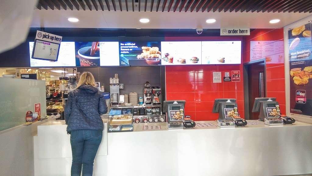 McDonalds - cafe    Photo 6 of 10   Address: 549 River Rd, Edgewater, NJ 07020, USA   Phone: (201) 941-3084
