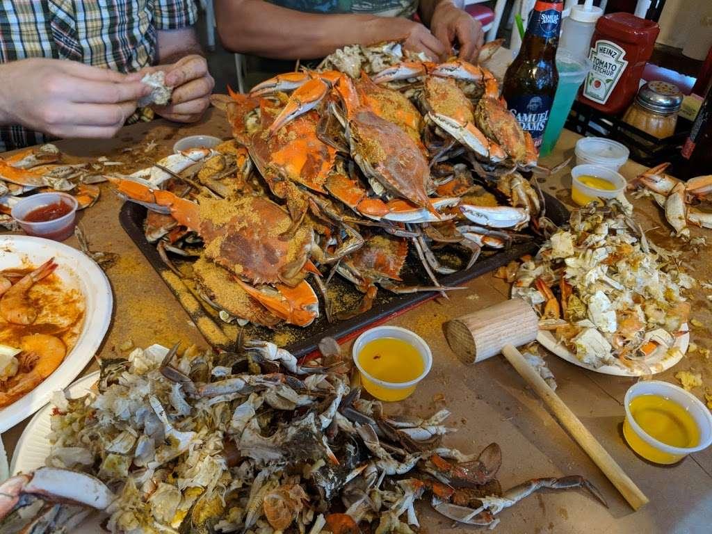 Tims Rivershore Restaurant and Crabhouse - restaurant  | Photo 4 of 10 | Address: 1510 Cherry Hill Rd, Dumfries, VA 22026, USA | Phone: (703) 441-1375