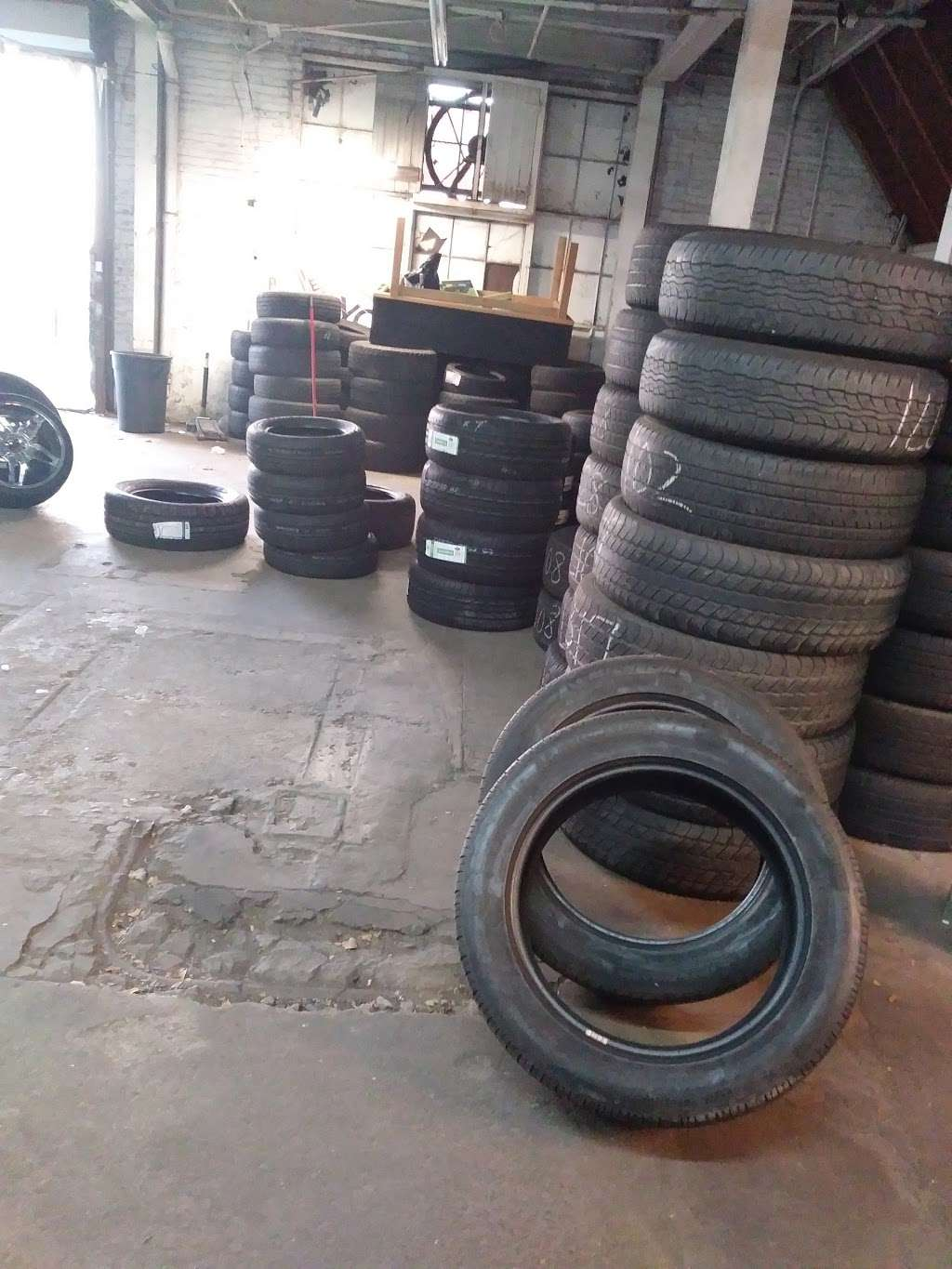 Tire Giants - car repair    Photo 9 of 10   Address: 8301 Torresdale Ave, Philadelphia, PA 19136, USA   Phone: (215) 941-4423