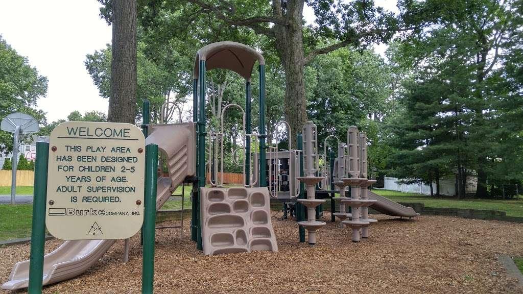 Brookside Park - park  | Photo 1 of 6 | Address: 160 Greenway Terrace, River Edge, NJ 07661, USA