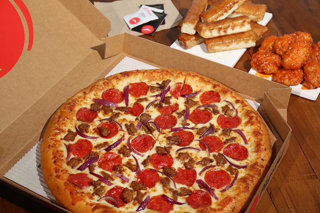 Pizza Hut - restaurant  | Photo 4 of 10 | Address: 1269 N Lake Ave, Pasadena, CA 91104, USA | Phone: (626) 398-3700