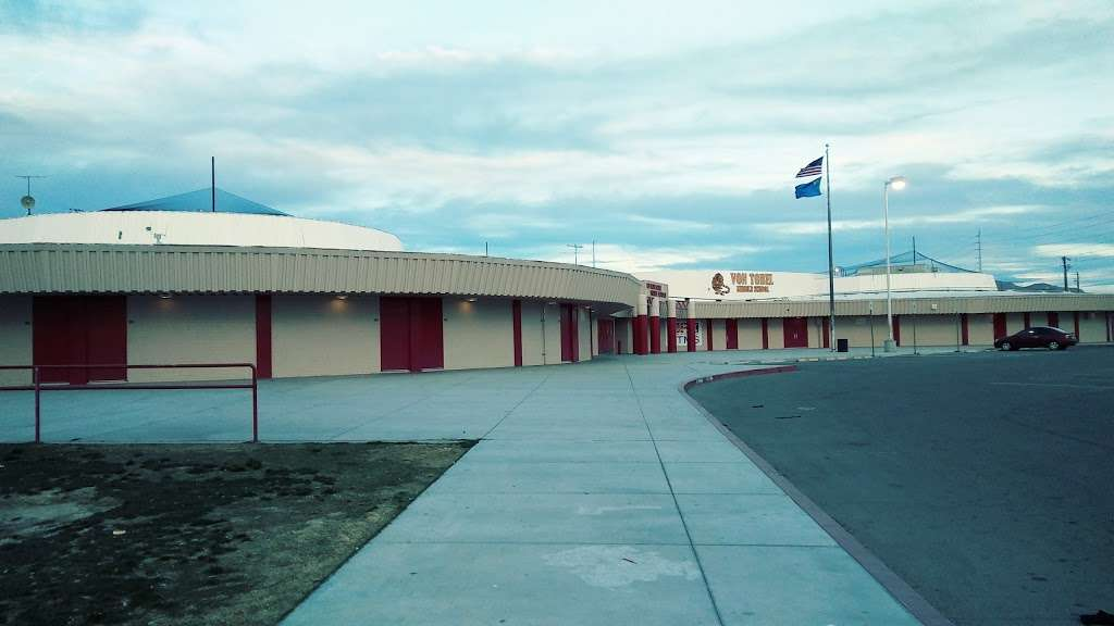 Ed Von Tobel Middle School - school  | Photo 8 of 10 | Address: 2436 N Pecos Rd, Las Vegas, NV 89115, USA | Phone: (702) 799-7280
