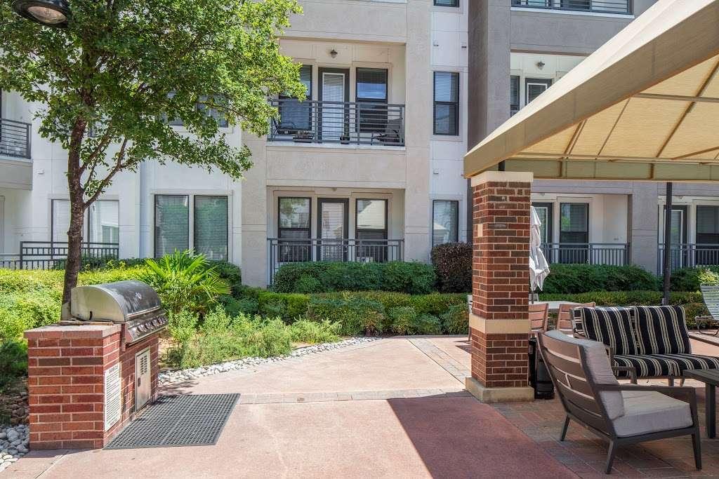 IMT Lakeshore Lofts - real estate agency  | Photo 10 of 10 | Address: 800 Lake Carolyn Pkwy, Irving, TX 75039, USA | Phone: (972) 982-8649